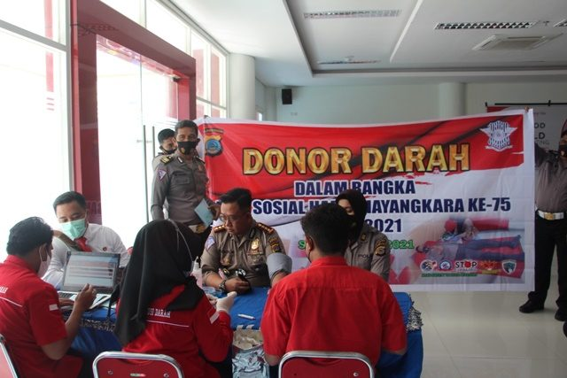 polda sulteng gelar donor darah.jpg