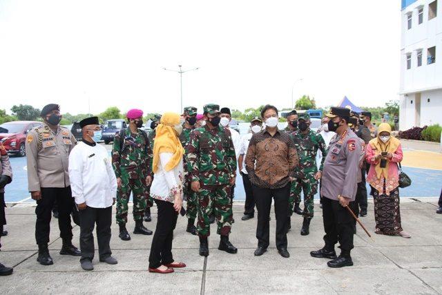 panglima TNI-Kapolri-tinjau Rusun Nagrak dan Posko PPKM Mikro di Jakarta.jpg