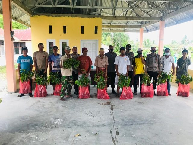 Peduli Petani Satgas Madago Raya Bagikan Bibit Nilam dan Durian.jpg