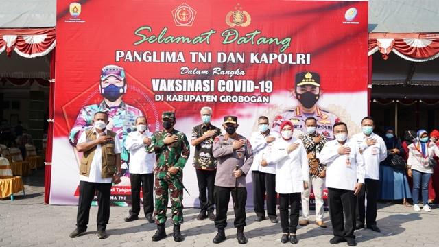 Kapolri-panglima TNI-vaksinasi-gorbogan.jpg