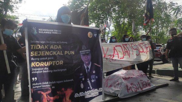 demo dikantor kejati sulteng jumat 2 Juli 2021